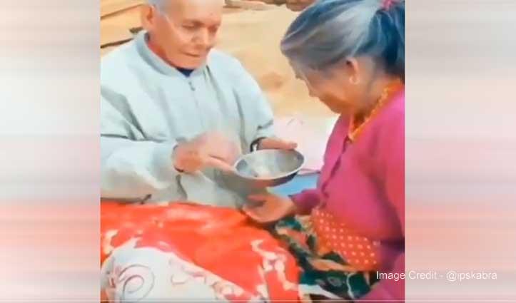 इंटरनेट का दिल छू लेने वाला मिल गया Video, बुजुर्ग कपल का है खूबसूरत अंदाज