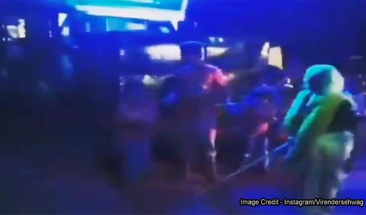 DJ पर डांस कर रहा था बुजुर्ग, जब लाठी लेकर आई पत्नी-देखें जोरदार Video