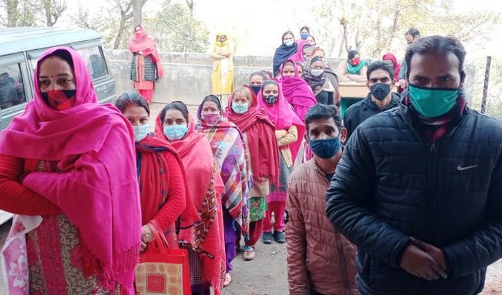 Himachal: पंचायत चुनाव के दूसरे चरण में 80 फीसदी हुआ मतदान, शतकवीरों ने भी डाला वोट