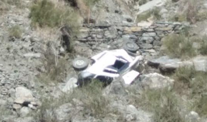 Himachal : गहरी खाई में गिरी कार-एक की गई जान, दूसरा गंभीर घायल