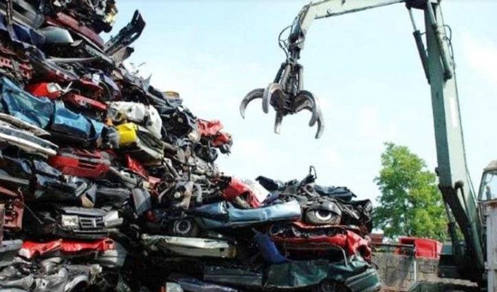 सड़क पर नहीं दौड़ेंगे 20 साल पुराने वाहन, वित्त मंत्री ने किया Vehicle Scrap Policy का ऐलान