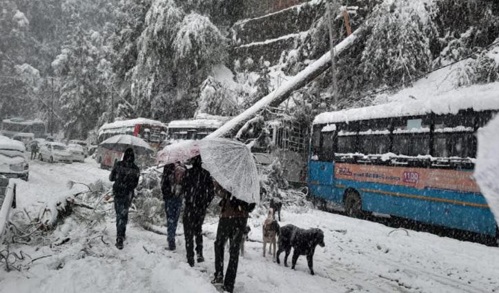 #Shimla में बर्फबारी का टूटा रिकॉर्ड, हिमाचल में 3 NH सहित 300 सड़कें बंद