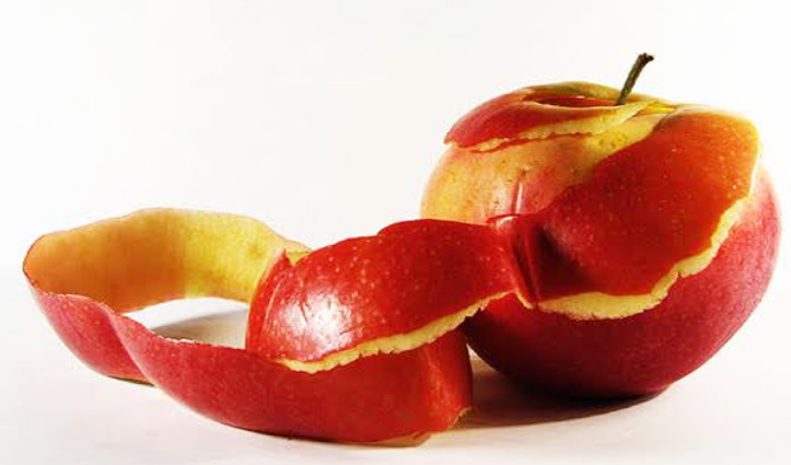 सेब के छिलके भी हैं लाभकारी, Skin Problem दूर करनी है तो कुछ इस तरह करें यूज