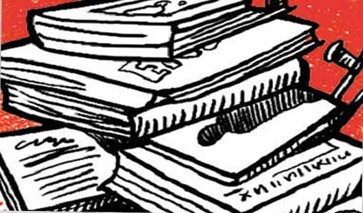 12वीं पास छाप रहा था नामी कंपनियों की नकली किताबें, पुलिस ने प्रिंटिंग प्रेस में मारा छापा