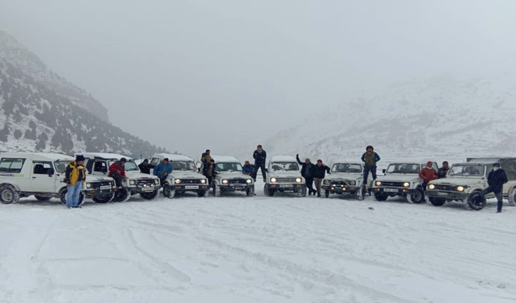 बर्फ के बीच हुआ कुछ ऐसा, तस्वीरें कर देंगी आपको फिदा