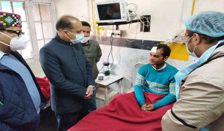 सीएम Jai Ram पहुंचे मंडी अस्पताल, कल्हणी हादसे के घायलों का जाना हाल