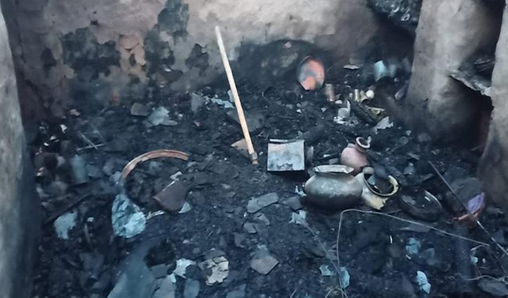 लडभड़ोल में दो स्लेटपोश मकान जलकर राख, खुले आसमान के नीचे रहने को मजबूर दो परिवार