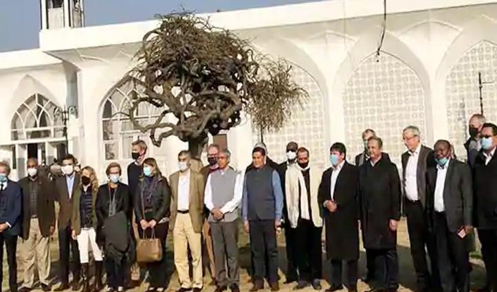 विदेशी राजनयिकों ने कश्मीर निहारा, भारत ने पाकिस्तान का दुष्प्रचार नकारा