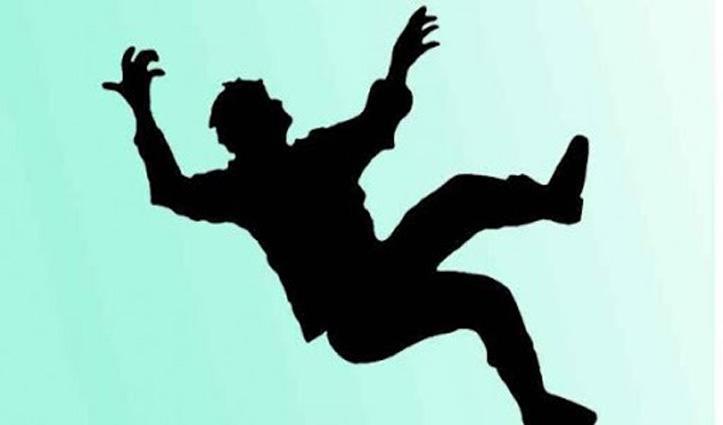 Himachal : दूसरी मंजिल में पेंट करने चढ़ा मजदूर नीचे गिरा, PGI में ली आखिरी सांस