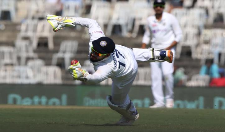 #INDvENG टेस्ट मैच में #RishabhPant ने सुपरमैन बन पकड़े दो कैच, छक्कों में बनाया रिकॉर्ड