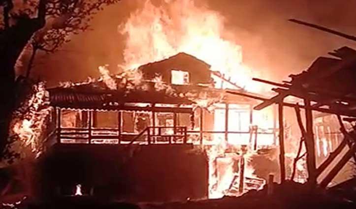 सैंज घाटी के मझाण में ढाई मंजिला मकान और दुकान जलकर राख , 5 परिवार हुए बेघर