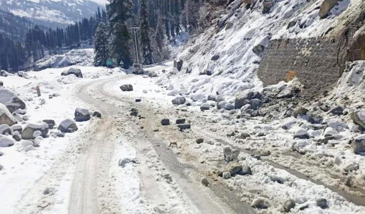 Himachal : धुंधी में हिमखंड गिरने से मनाली-केलांग मार्ग एक घंटा रहा बंद