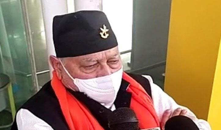 अमौसी एयरपोर्ट पर धरने पर बैठे PM Narendra Modi के भाई प्रह्लाद मोदी, पढ़ें क्या है कारण