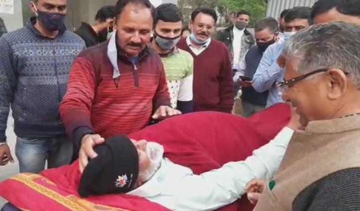 बिलासपुर : पैर फिसलने से गिरे JP Nadda के पिता, पेट में आई चोट- अस्पताल में भर्ती