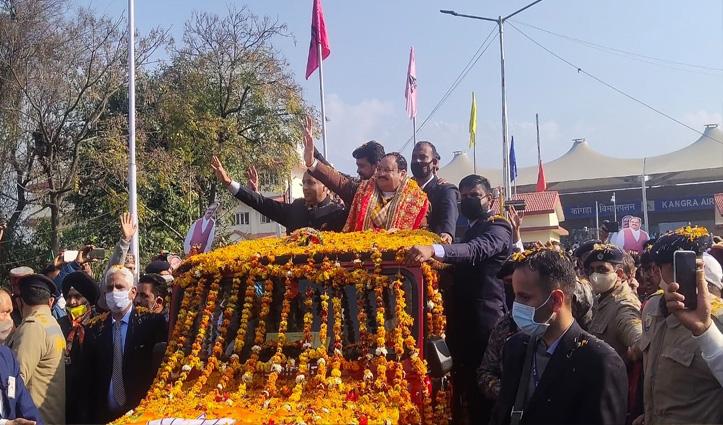 खुले आसमान तले Nadda पर खूब बरसे फूल,Anurag भी हुए जिंदाबाद-जिंदाबाद, देखें Video