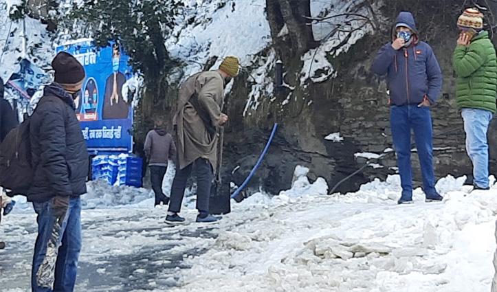 बर्फबारी के बीच शिमला वाले तरस गए दूध-ब्रेड के लिए-पैदल पहुंचे ऑफिस