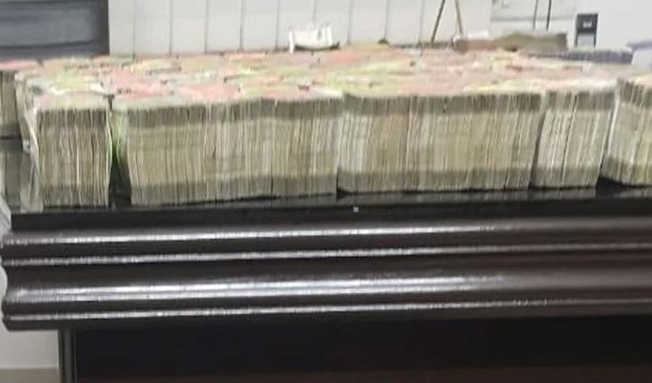 ट्रेन में मिला 500 और 2000 के नोटों से भरा हुआ बैग, करोड़ों रुपए का कोई मालिक नहीं