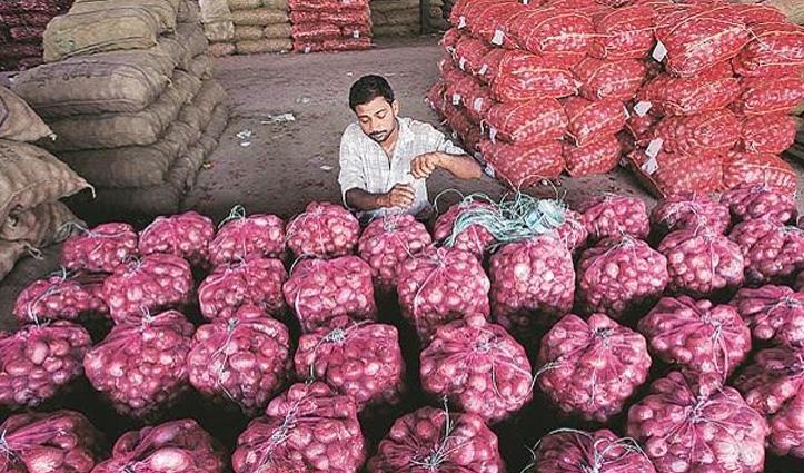 प्याज की कीमतों में लगने लगी आग, कई शहरों में 60 रुपए किलो जा पहुंचा