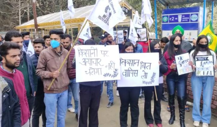 Shimla में किसानों-बागबानों के बच्चों ने बोला हल्ला, कूड़े के बिल को लेकर महापौर का घेराव