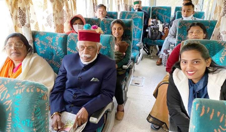 राज्यपाल बंडारू दत्तात्रेय ने परिवार के साथ रेल कार से किया शिमला से कालका का सफर