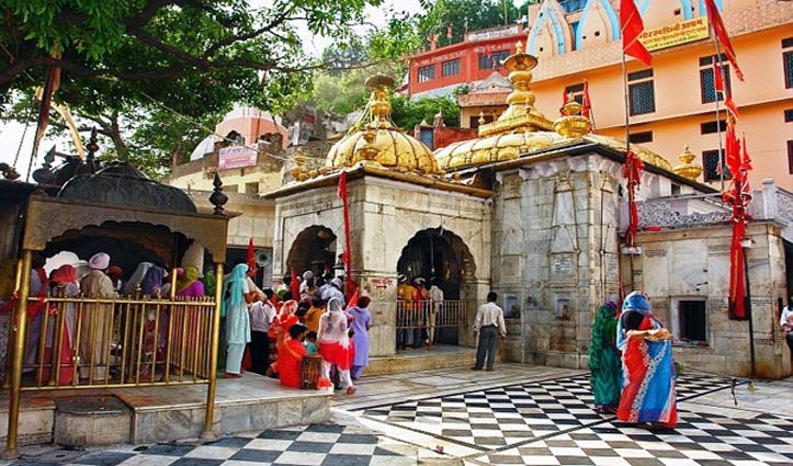Kangra के मंदिरों में मुख्य गर्भगृह में जा सकेंगे श्रद्धालु, प्रशासन ने हटाई पाबंदी