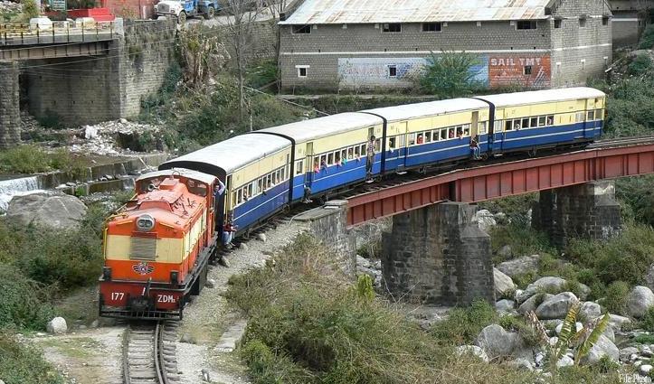 पठानकोट-जोगिंद्रनगर रेलमार्ग पर आज से दौड़ी ट्रेन, सात लोगों ने किया सफर