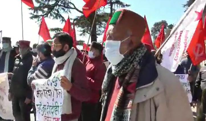 कृषि कानून के विरोध में हिमाचल में माकपा व कांग्रेस ने किया प्रदर्शन, केंद्र के खिलाफ की नारेबाजी