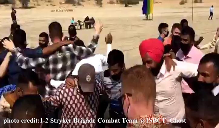 पंजाबी गाने 3 पैग पर कुर्ता-पायजामा पहनकर धमाकेदार Dance कर गए अमेरिकी सैनिक-देखें Video