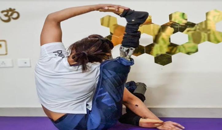 इस लड़की ने हादसे में खो दिए दोनों पैर, अब लोगों को योगा सिखाकर करती है प्रेरित