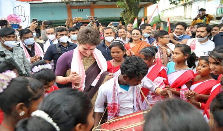 Assam दौरे पर प्रियंका गांधी : कामाख्या देवी के दर्शन कर स्थानीय लोगों के साथ किया Tribal Dance