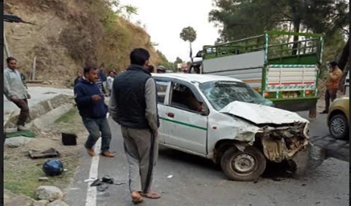 सरकाघाट में लुढ़की कार, ऊना में अज्ञात वाहन ने स्कूटी को मारी टक्कर-दो की गई जान