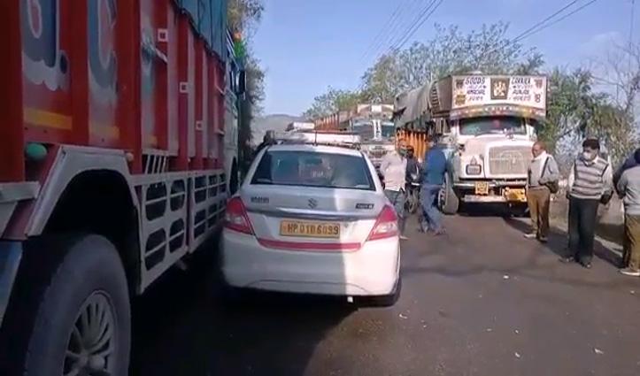 चंडीगढ़- मनाली  एनच पर टकराई तीन गाड़ियां, लगा जाम