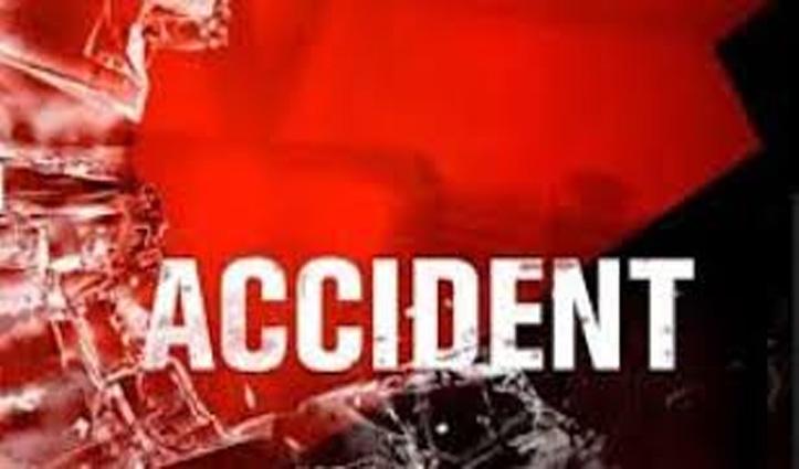 Himachal : खाई में लुढ़की कार और टिप्पर, एक की गई जान; दो घायल