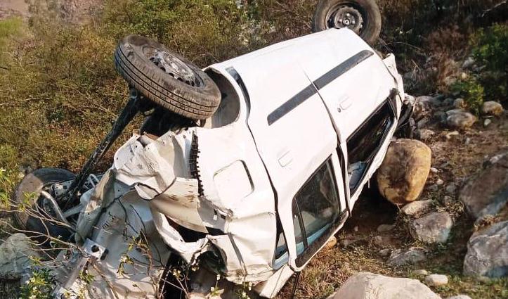 Himachal : कुल्लू के आनी में कार खाई में गिरी, एक की गई जान; दो घायल