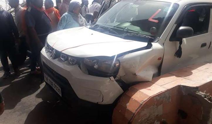 Himachal:चिंतपूर्णी में माथा टेकने आए तीन श्रद्धालुओं को कार ने रौंदा, दो की हालत गंभीर