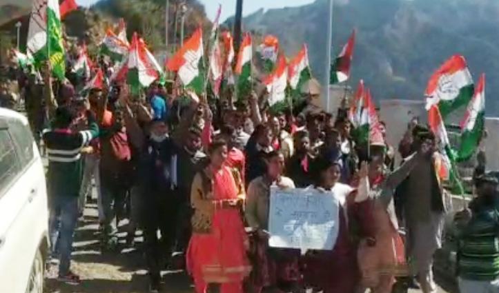 हिमाचल विधानसभा प्रकरण: कांग्रेस विधायकों से दुर्व्यवहार और निलंबन पर सिरमौर में नारेबाजी