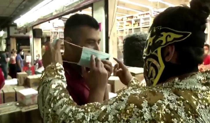 यहां घर से बाहर निकलकर Mask नहीं लगाया तो रेसलर्स करेंगे ऐसा हाल