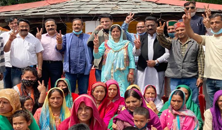 राठौर पहुंचे धर्मशाला-14 नंबर वार्ड में किया प्रचार, सुधीर-डॉ. राजेश रहे साथ