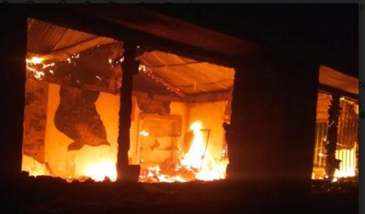 Solan: कंडा सीनियर सेकेंडरी स्कूल के पुराने तीन कमरों में लगी आग- जले