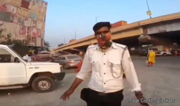 कागज पूरे रखने वालों को दूर से पहचान लेती है Traffic Police, यकीन नहीं तो देखिए ये वीडियो