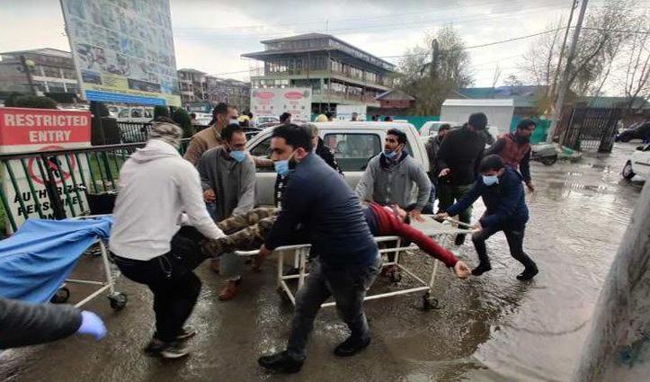 जम्मू-कश्मीर : पार्षदों की बैठक में आतंकी हमला, PSO समेत दो की मौत