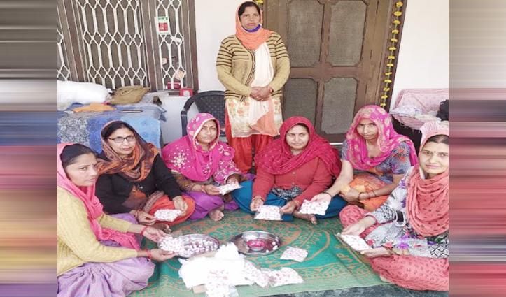 जोत बत्ती बनाकर पैसे कमा रहीं साक्षी स्वयं सहायता समूह की महिलाएं