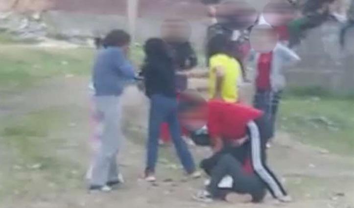 Himachal : शराब के नशे में युवतियों में जमकर चले लात घूंसे, पहुंचाई थाने, वीडियो वायरल