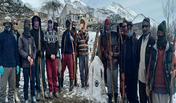 लाहुल के रिंगों फेस्टिवल में तीर-कमान के साथ भगाई आसुरी शक्तियां