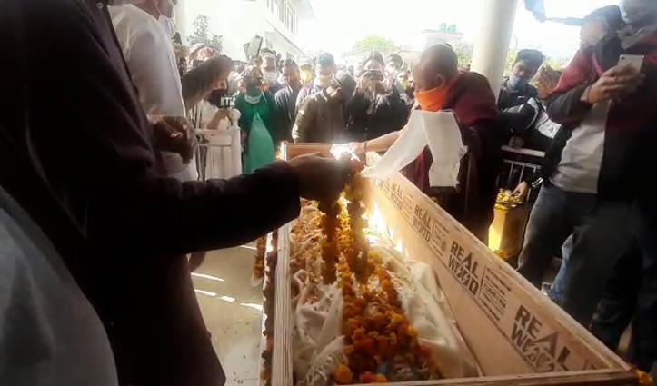 Live : सांसद रामस्वरूप की पार्थिव देह अंतिम दर्शनों के लिए रखी, लोग उन्हें श्रद्धांजलि दे रहे
