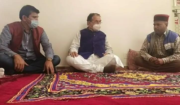 रामस्वरूप शर्मा के घर पहुंचे कैबिनेट मंत्री सुरेश भारद्वाज, परिवार को बंधाया ढांढस