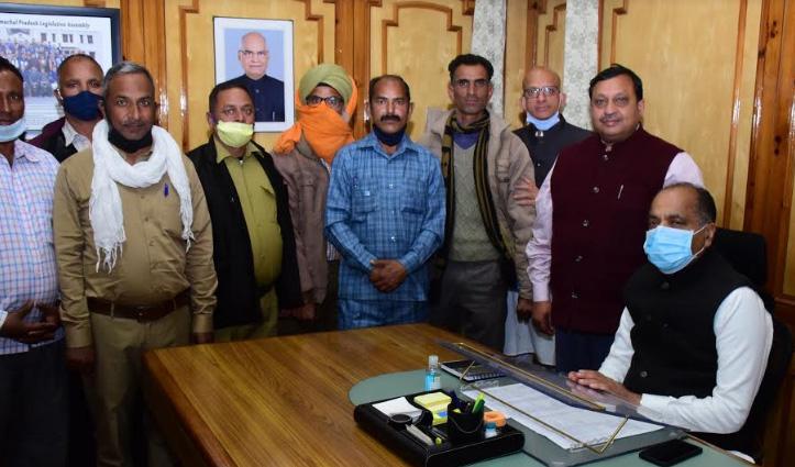 #Shimla में जयराम ठाकुर से मिले पंचायत चौकीदार, मिला यह आश्वासन