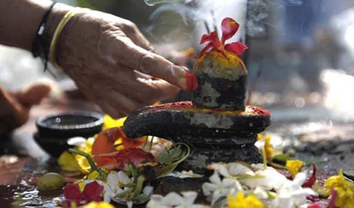 Mahashivratri : भोलेनाथ की पूजा करते समय रखें ध्यान, कभी ना चढ़ाएं ये चीजें