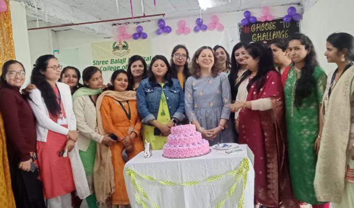 श्री बालाजी कॉलेज ऑफ नर्सिंग में मनाया महिला दिवस