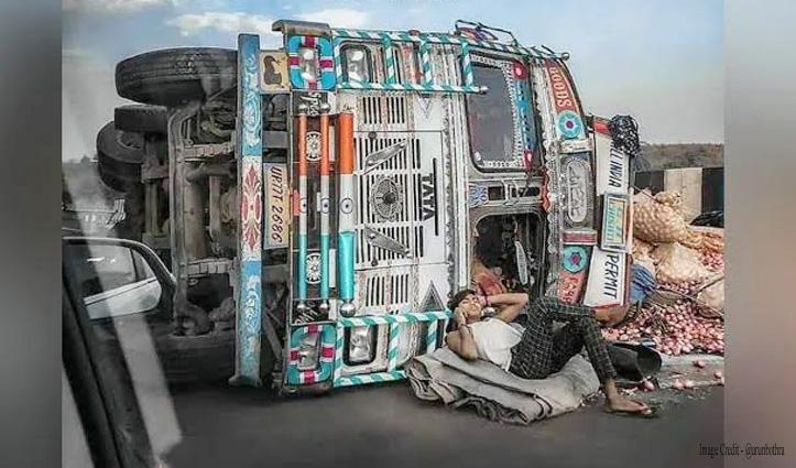 पीछे पलट गया ट्रक, स्टाइल से लेटकर फोन पर बात कर रहा ड्राइवर, वायरल हो रहा फोटो
